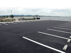 広々スペースの駐車場